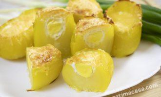 Cartofi la cuptor cu «surpriză»