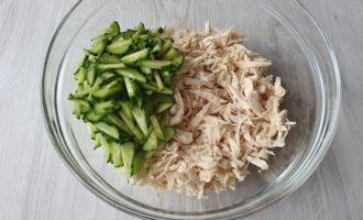 Salată cu piept de pui și cașcaval