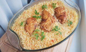 Pilaf de orez cu piept de pui la cuptor