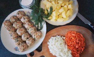 Pregătim-ingredientele-pentru-supă