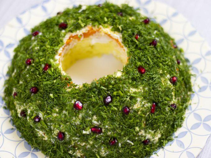 Salată festivă «Coronița de Crăciun»