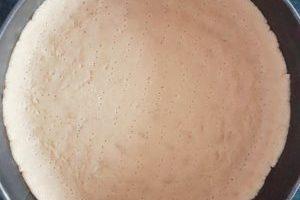 aluat-pentru-Tartă-cu-cremă-de-vanilie-in-tava-300x400