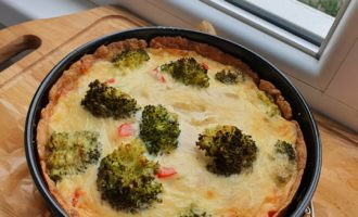 Quiche cu piept de pui și broccoli