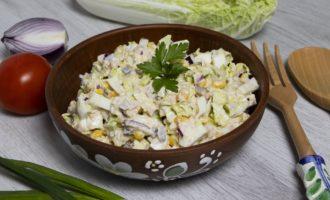 Salată simplă cu ton conservat și porumb