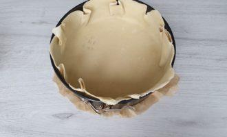 asezam aluatul pentru tarta in tava