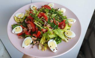 Salata cu ton conservat, ou si verdeata