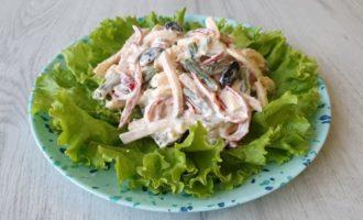 Salată de fasole verde cu pastrama și cașcaval